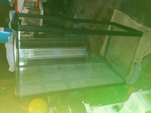 **PRICE REDUCED**70  gallon bow front fish tank with lid fixture