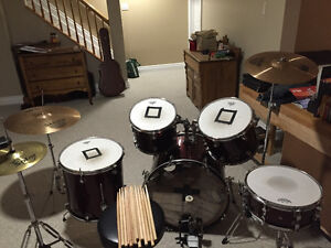 Rb drum kit with additional pieces
