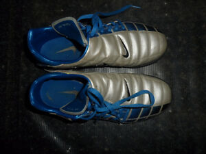 INDOOR & OUTDOOR SOCCER SHOES/PADS - ALL SIZE 4 YOUTH