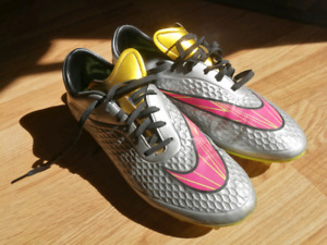 Nike soccer shoes size 9