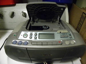 Parfait pour le CHSLD/ SONY radio +lecteur CD +lecteur cassette