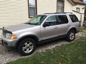 2003 Ford Explorer XLT great for this upcoming winter