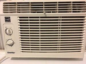 Air climatise danby acheter et vendre dans grand for Air climatise fenetre