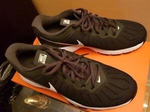 Nike MaxAir de course hommes taille US 10.5 - toutes nouvelles.