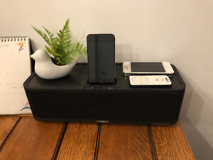 Yamaha Portable iPhone 4/I touch Speaker Dock & Remote