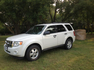 **GREAT STEAL**, 2011 FORD ESCAPE XLT, AWD, **Accident Free**