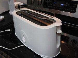 4 Slice Toaster For Sale Windsor Region Ontario image 2