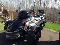 2011 Can-Am Spyder RS-S Comme Neuf a Vendre!!!!