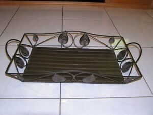 METAL TRAY WITH LEAF DESIGNS