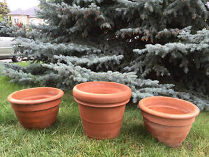 Nice set of 3 flower pots