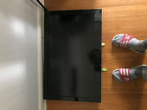 Tv and wall mount.  32""