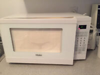 CHEAP, CLEAN, MINT CONDITION MICROWAVE