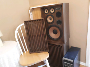 Speaker 2 & table and 4 chairs