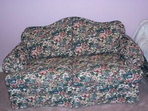 *** GREAT DEAL**** QUALITY, CUSTOM MADE LOVE SEAT****