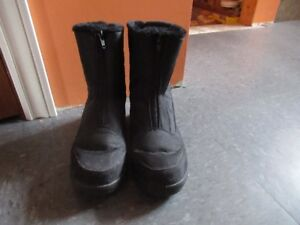 Ladies Black boots size 6