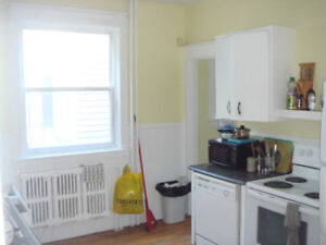 Large 5 bedroom 1 min to Dal available May 1 1637 Walnut st