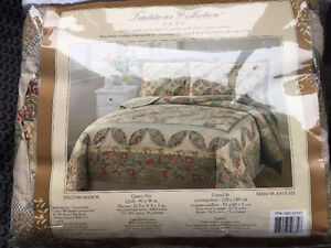 BRAND NEW Queen Quilt set
