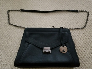Black purse le chateau