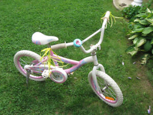 SMALL GIRLS BIKE VERY GOOD CONDITION BELL AND KICK STAND