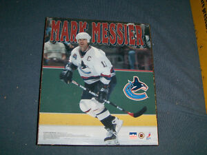 VINTAGE MARK MESSIER COLOR WALL PLAQUE-NHL-HOCKEY-1997