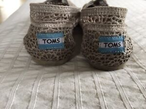 Silver lace TOMS size 7.5