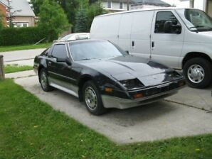 86 Nissan 300 ZX, Black with Silver Skirting