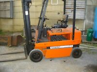DIAMOND ELECTRIC FORKLIFT 3000 LBS CAPACITY