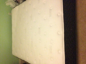 Excellent Condition Queen Size Pillow Top Matress & Boxspring