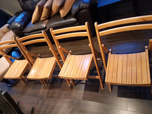 Set of 4 foldable wooden chairs