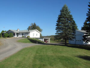BEAUTIFUL 4 BEDROOMS WATERFRONT HOUSE  LOCATED 654 MAIN, GF