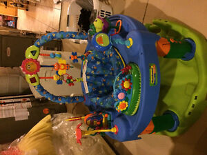 Baby play saucer with interactive toys Kitchener / Waterloo Kitchener Area image 3