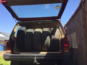 $1200 Jeep cherokee 4x4  1987  263 mil k