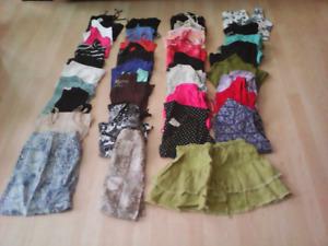 Vêtements d'été grandeur small et médium 40 morceaux