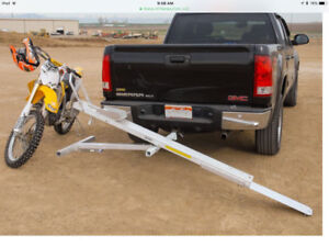 Motorcycle hitch mount carrier