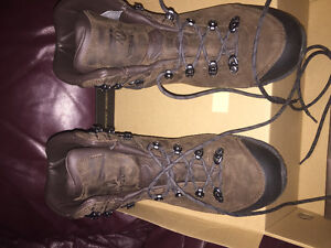 Hicking boots Size 11 great deal