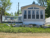 Paradise Sauble Beach Waterfront 2 bedroom cottage