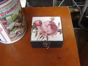 SET OF BEAUTIFUL COASTERS( IN A BOX) London Ontario image 1