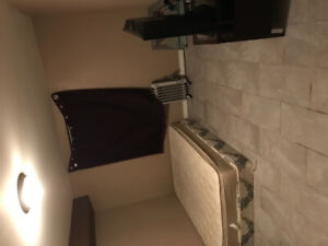 Room for rent $700 FEMALE ONLY Close to U of T and Colleges