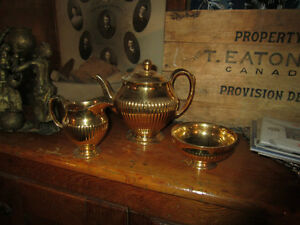 ROYAL WINSTON GOLD TEAPOT,SUGAR AND MILK Peterborough Peterborough Area image 1