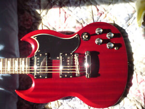 Epiphone G400 with hard case cleaning kit cables