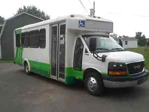 20011 gmc Savannah 4500 15 passenger bus plus one wheelchair
