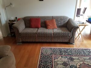 FABRIC COUCH IN GREAT CONDITION