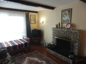 Furnished bachelor apartment $200 weekly - IMMEDIATELY.