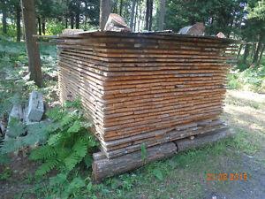 Planches de pin brutes, de 4po à 8po, 1 po d'épais