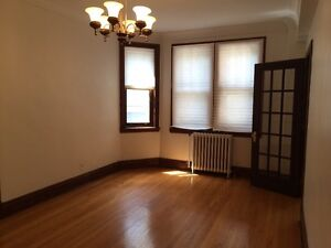 Spacious Westmount apartment at reduced rent, lease assignment