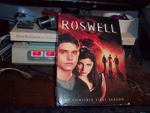 DVD SET ROSWELL THE COMPLETE FIRST SEASON LIKE NEW Windsor Region Ontario image 1