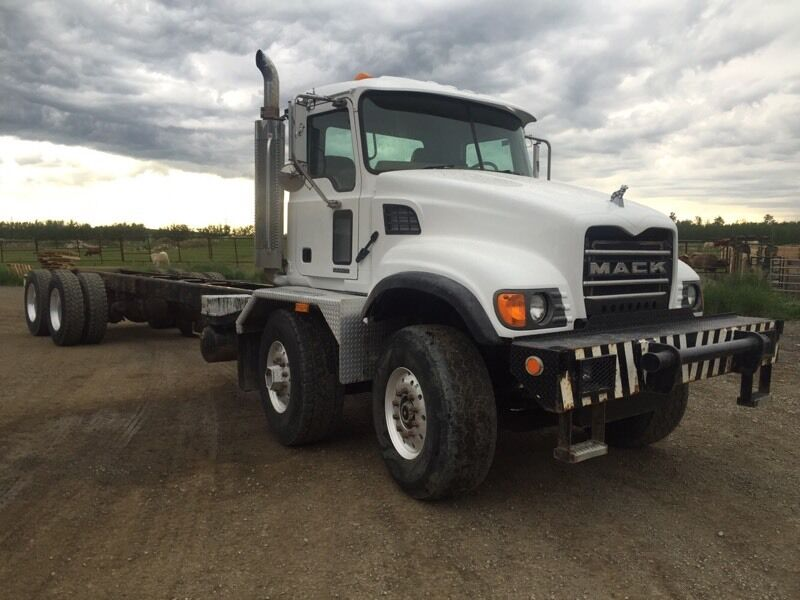 Kijiji Edmonton Heavy Trucks: 2006 MACK TANDEM TANDEM CAB AND CHASSIS HEAVY SPEC