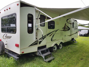 2010 Keystone Cougar 27RLSWE Travel Trailer
