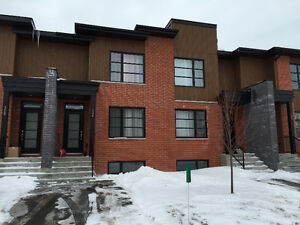Vaudreuil Town house 4 1/2    condo