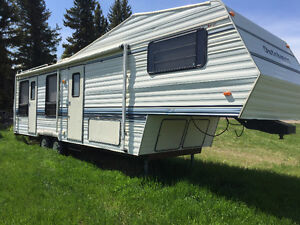 31' Dutchmen Fifth Wheel